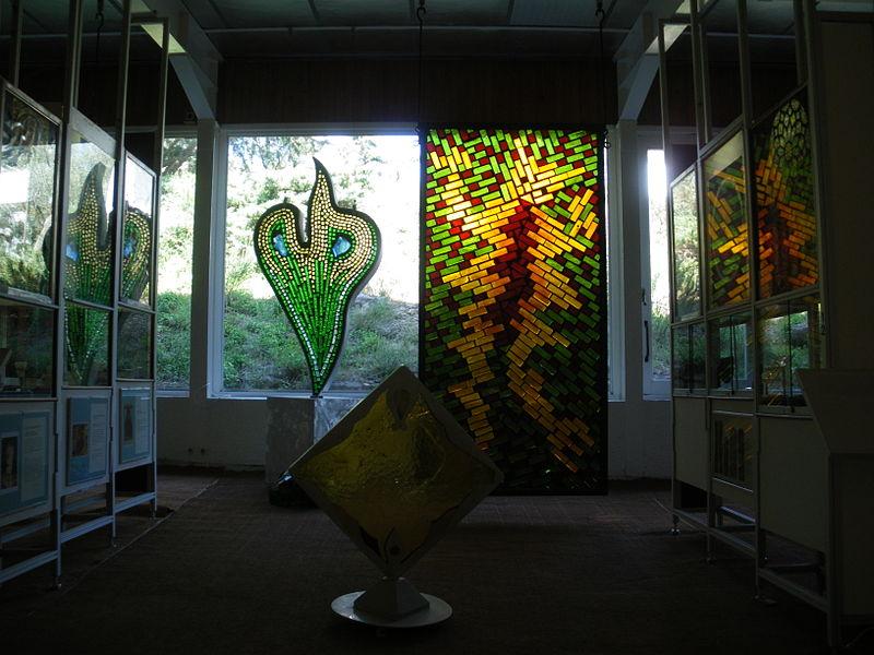 Le Moulin des Bouillons et Musée du Vitrail à Gordes