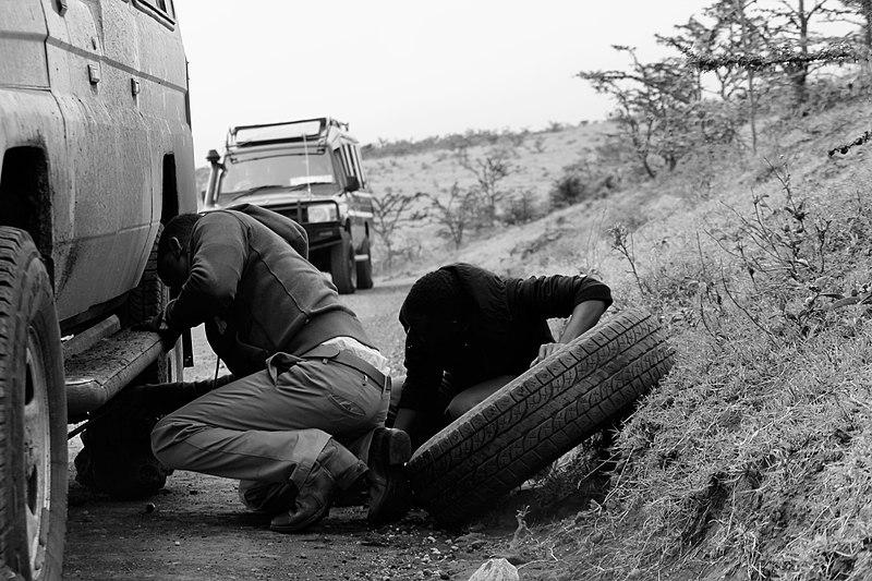Apprendre à changer un pneu avant de partir en vacances